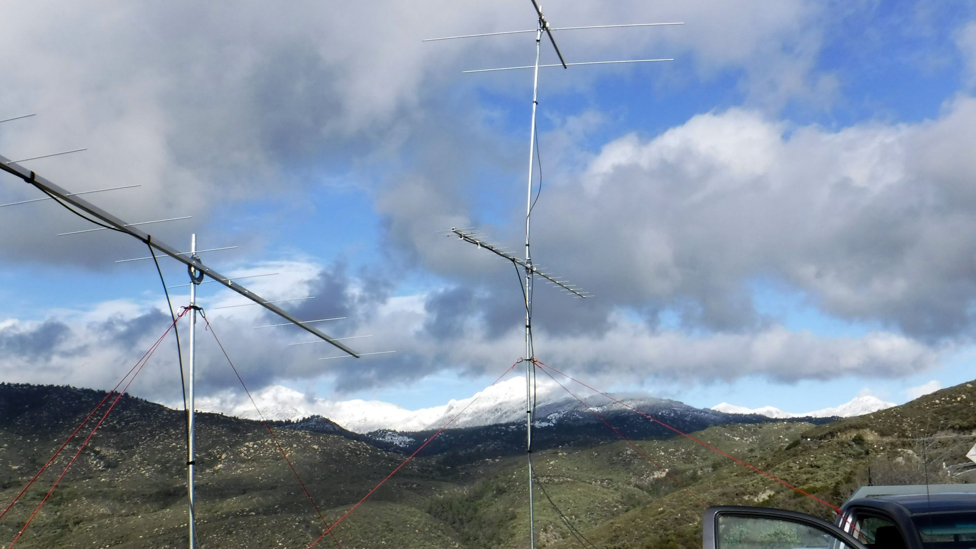 VHF and UHF contest antennas at a portable station