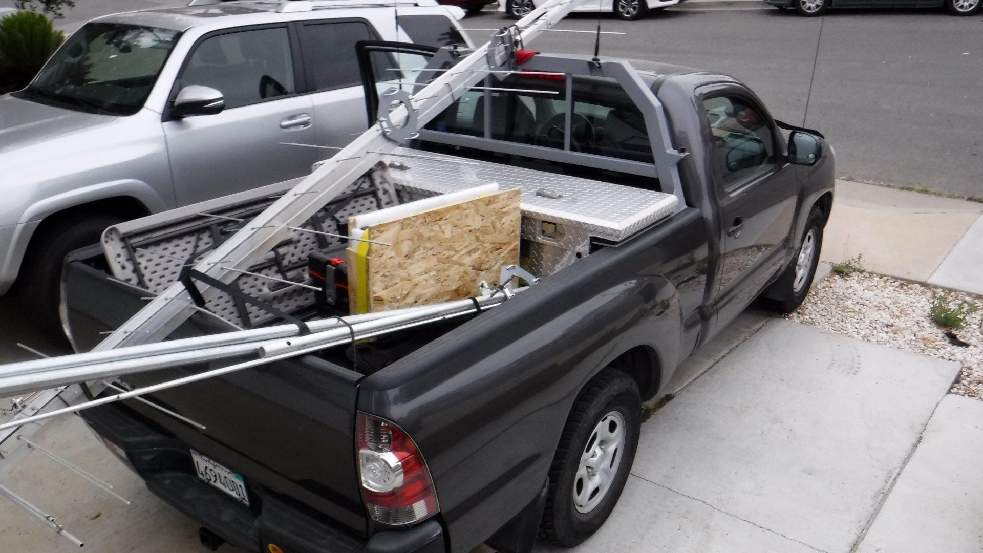 Pickup truck with ham radio gear for contestin