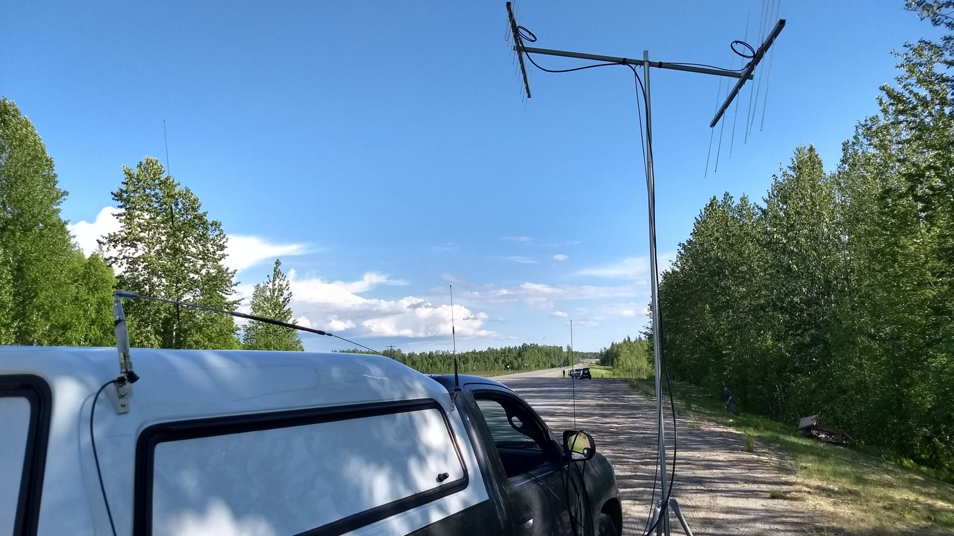 Portable mast and VHF rover station