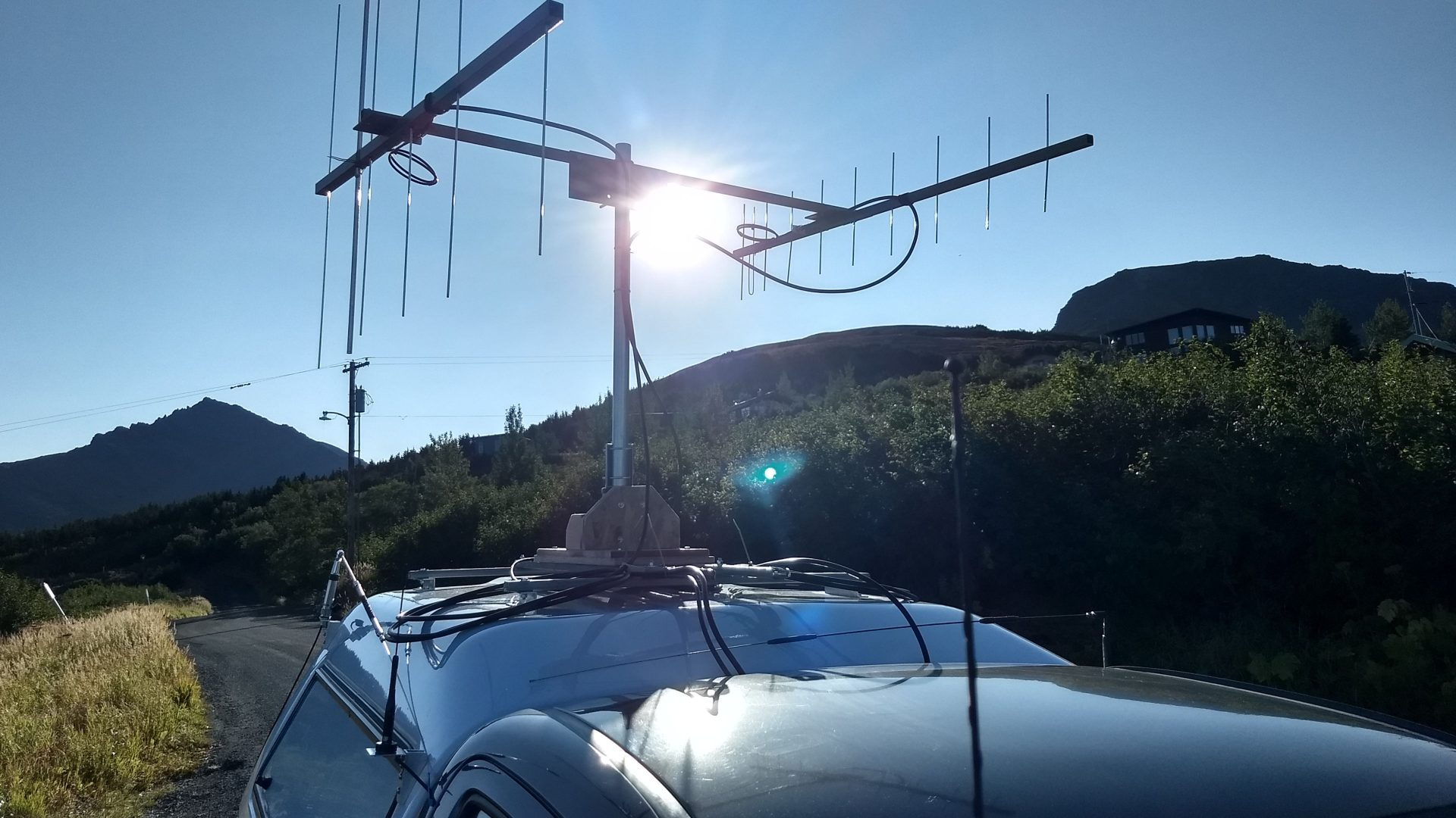 VHF rover antennas on a mobile vehicle